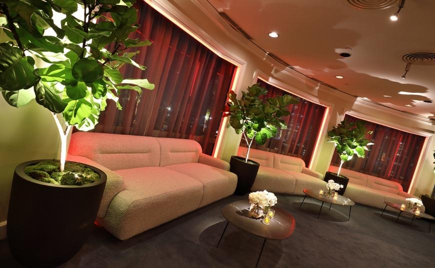 Amazon-Golden-Globes-sofa-rental-table 1
